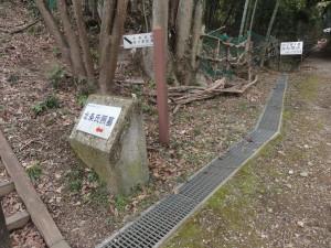 八王子城の北条氏照墓入り口