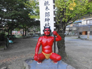 桃太郎神社入り口の赤鬼