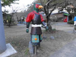 桃太郎神社入り口のキジ