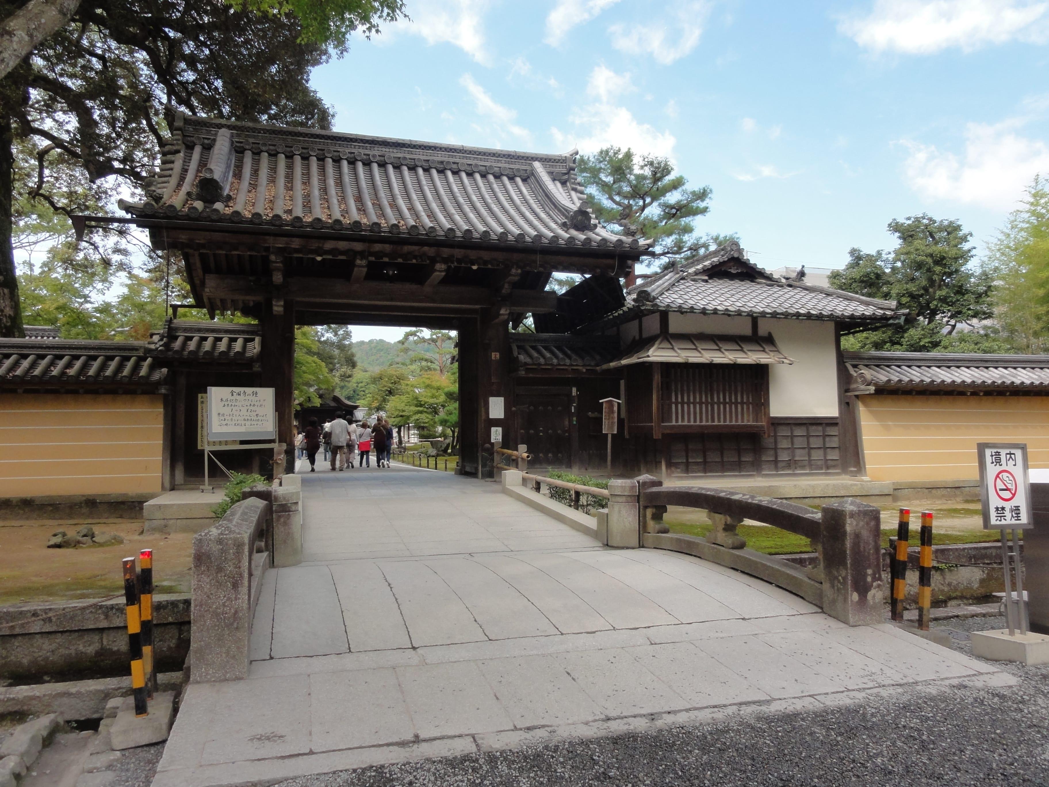 鹿苑寺入り口