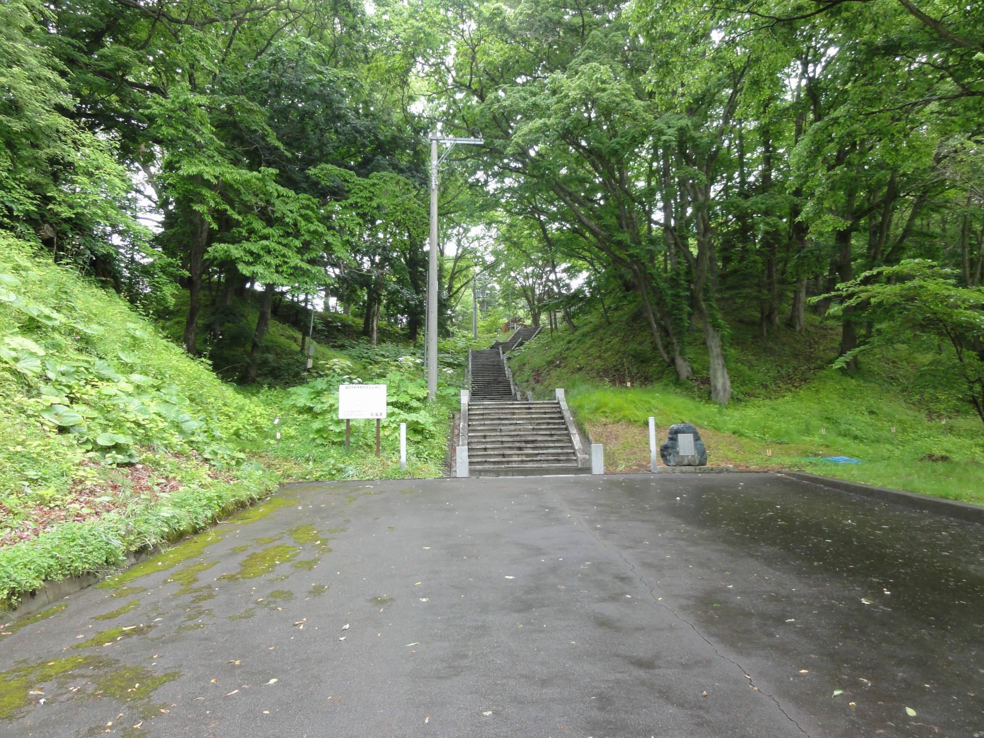 義経神社の階段