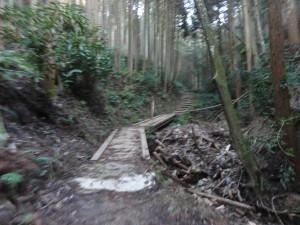 高取城への道-急いでブレブレ