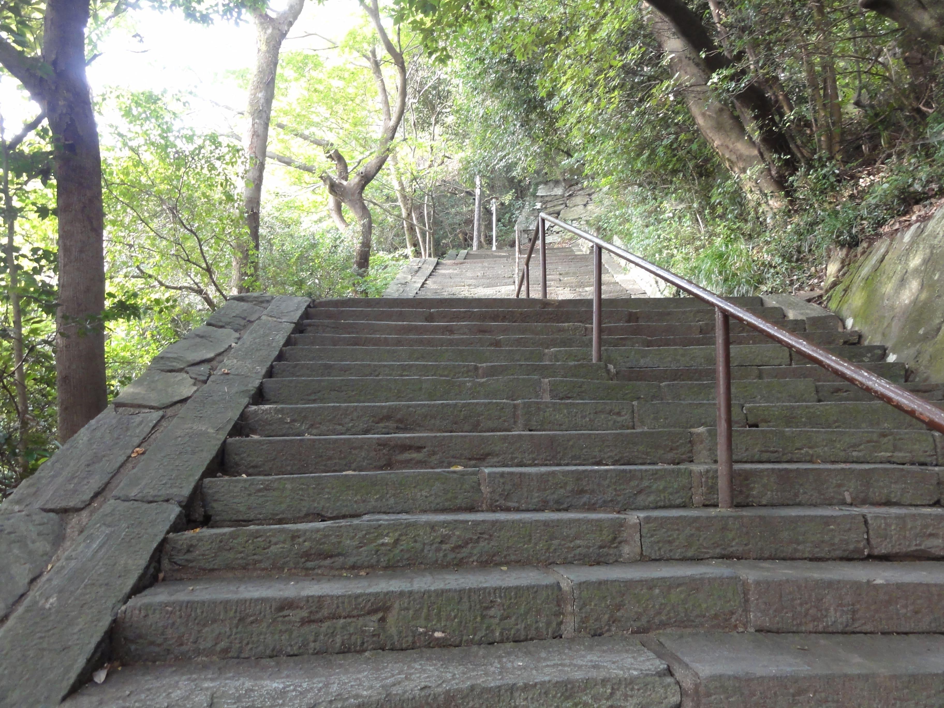 城山階段…まだ続く