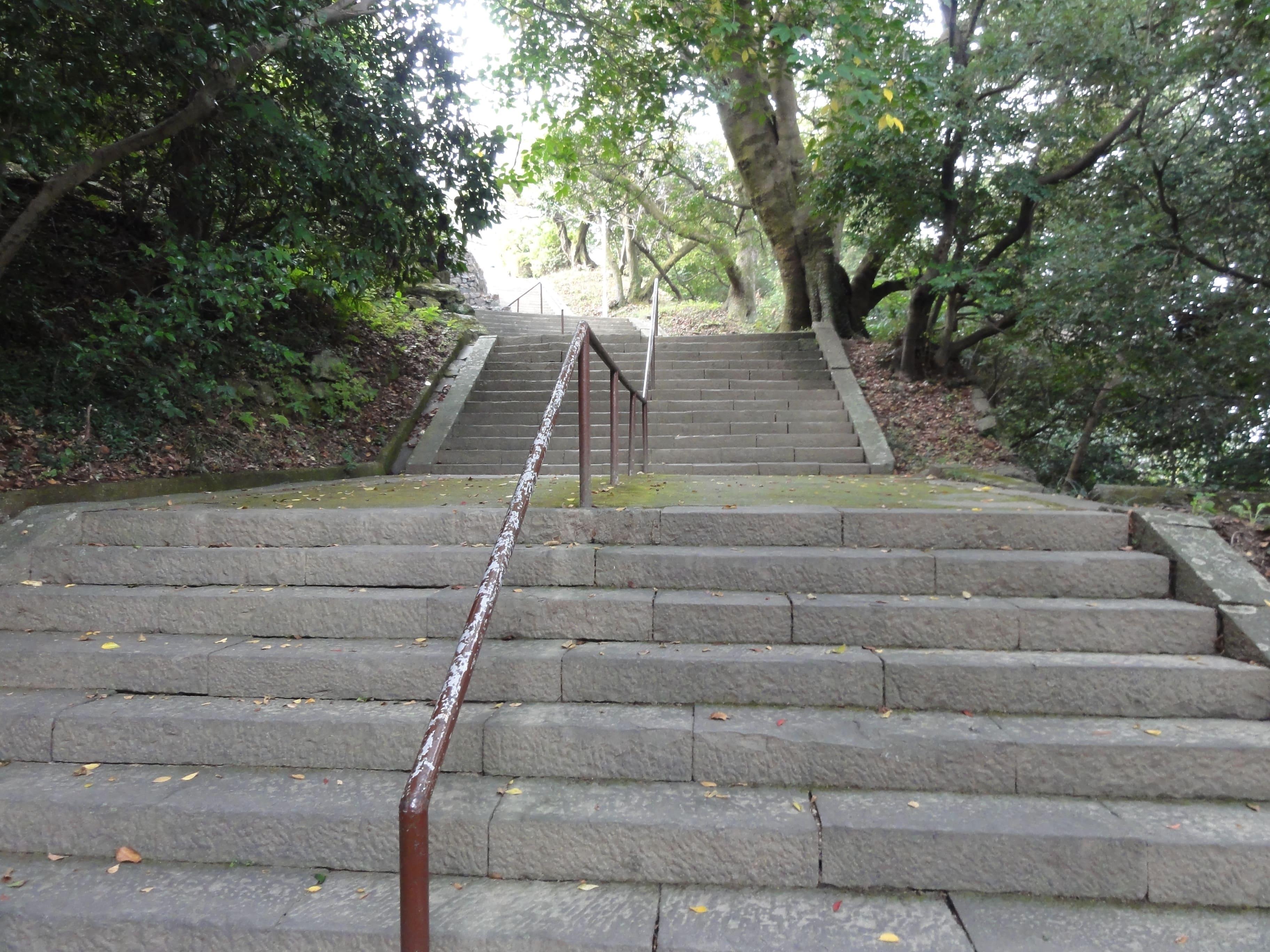 城山階段…さらに続く