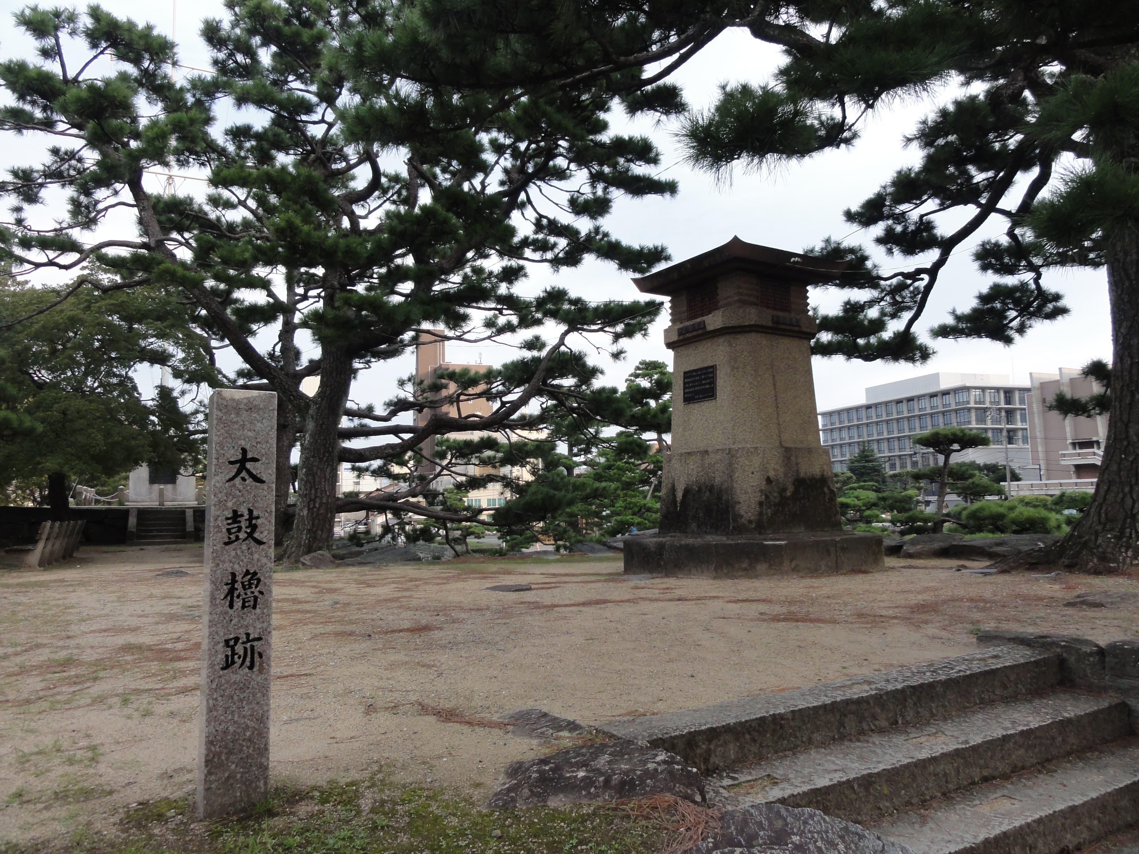 太鼓櫓跡とラジオ塔