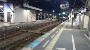 夜の徳島駅-2番ホーム東側