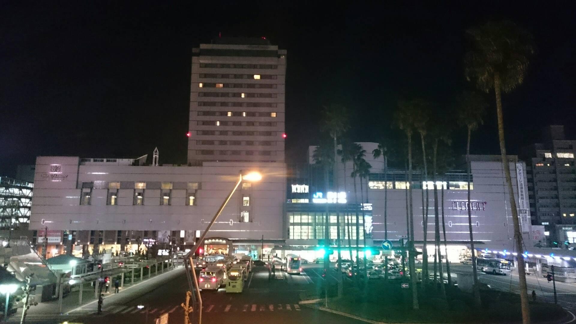 夜の徳島駅正面
